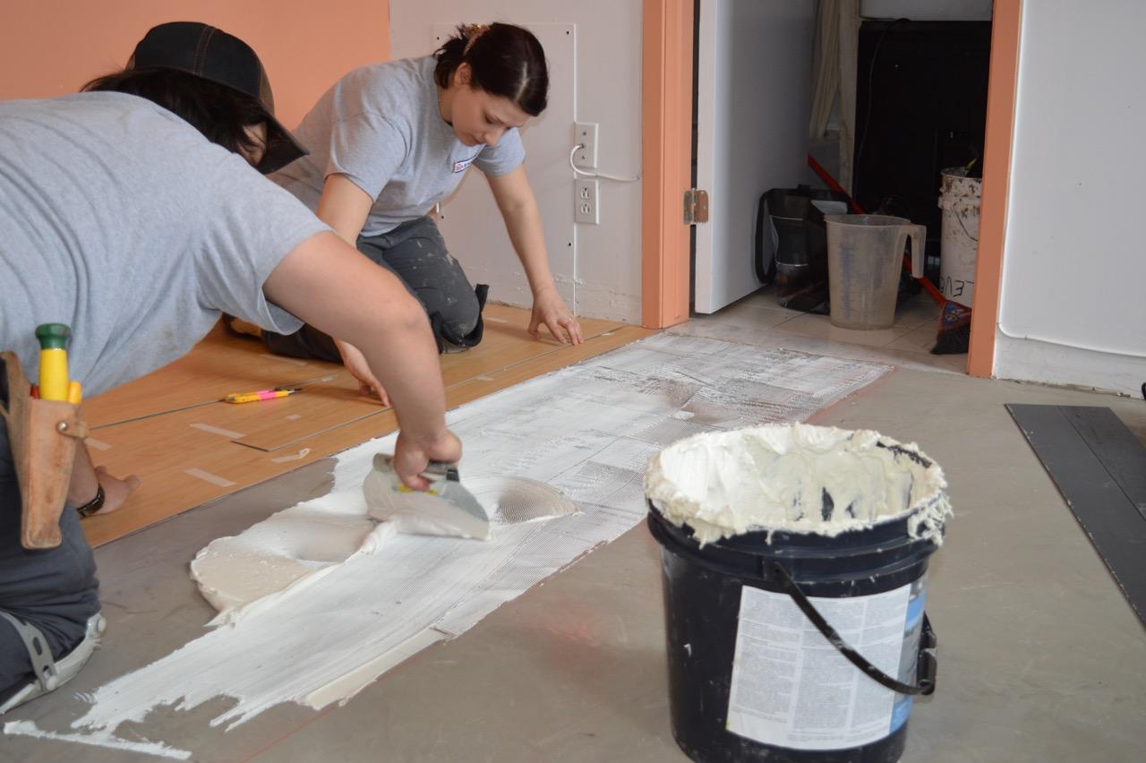 équipe 2 installateurs de tapis